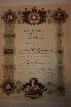 Diploma di Primo Premio per prove date d'Ingegno, Diligenza, Studio e Buona Condotta e di 1a Menzione... Anno Scolastico 1895-96.